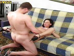 секс видео первый раз в попку