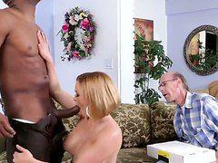 Муж привел жену на еблю